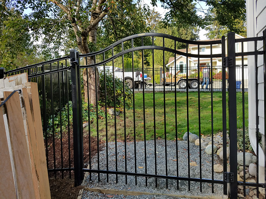 aluminum fence installation service and repair in Lake Stevens