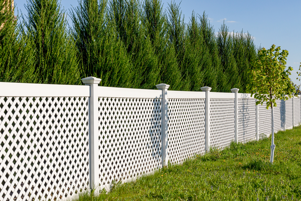 Do You Need Vinyl Fence Installation Or Repair? Call Us To Your Everett Property!